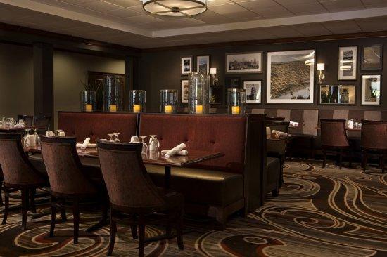 Sheraton Omaha Hotel: Booth setting