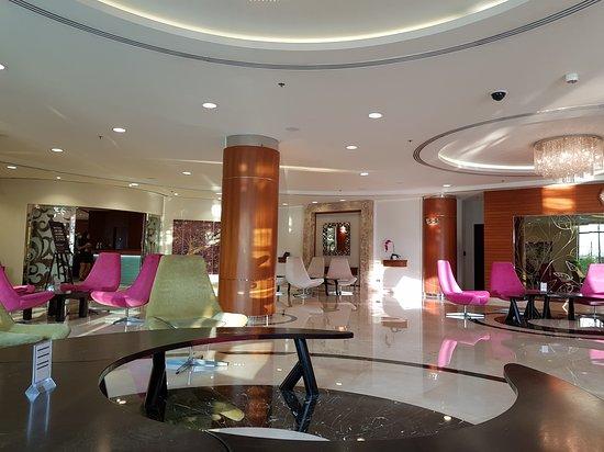 AVANI Deira Dubai Hotel: TA_IMG_20170926_065908_large.jpg