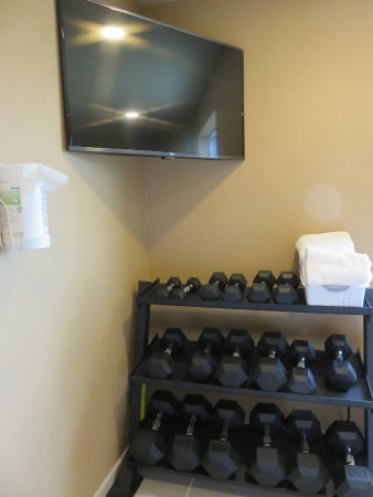 Oberlin, KS: Weights in the exercise room
