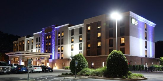Holiday Inn Express & Suites Newport News: Hotel Exterior