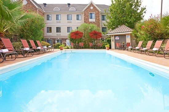 Irving, TX: Relax by our swimming pool