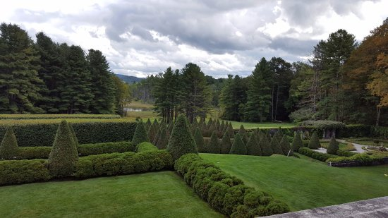 Lenox, Массачусетс: Garden view from the house.