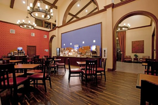 Holiday Inn Express San Clemente North : Enjoy Breakfast before heading to San Onofre state beach