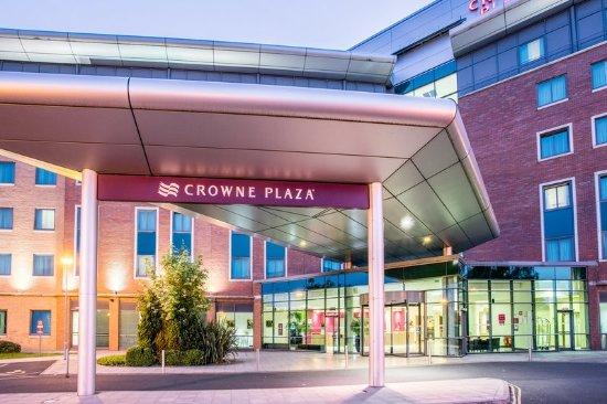 Crowne Plaza Hotel Birmingham NEC: Entrance Dusk.