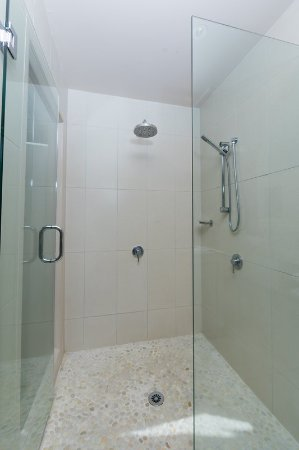 Titikaveka, Cooköarna: Beachfront Bungalow Double headed shower