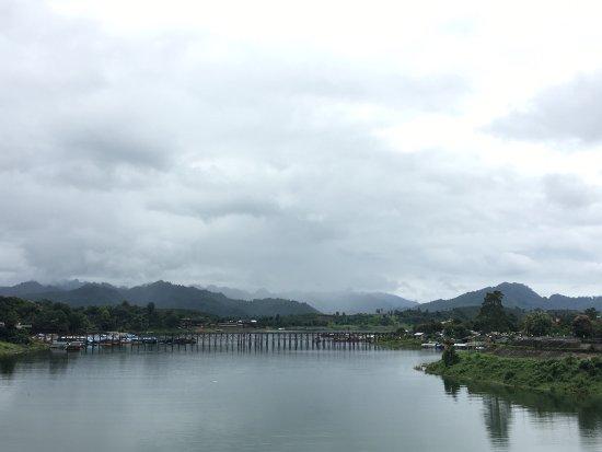 Сангхла-Бури, Таиланд: Very peaceful place with nice atmosphere. We can learn some of the local community around the ar