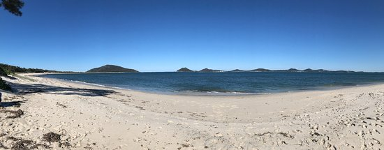 Hawks Nest, ออสเตรเลีย: Panoramic of Jimmys Beach looking towards Port Stephens Headlands.