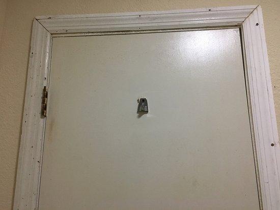 Saint George, SC: dirty door with holes