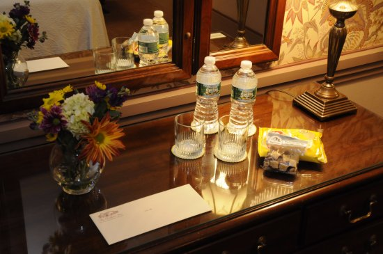 Clarkson Inn : complimentary chips, water and a personal letter from the manager