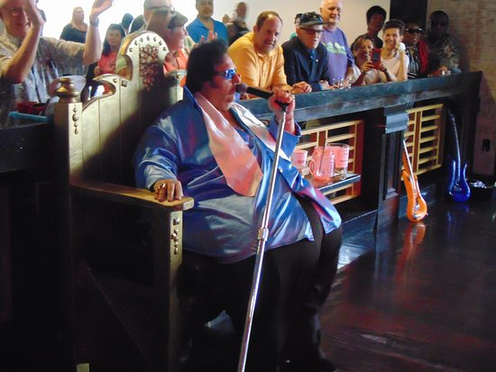 Casino at Harrah's Las Vegas: Big Elvis at the Piano Bar