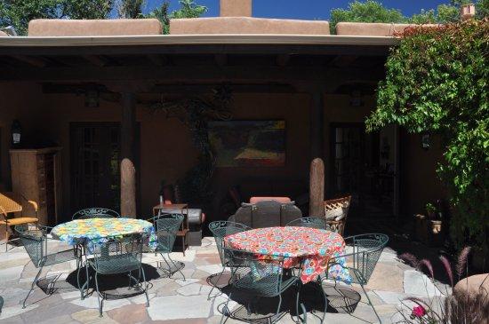 Hacienda Nicholas Bed & Breakfast Inn: courtyard