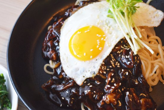 Annyeong: Jajangmyeon (Noodle with Black Bean Sauce)