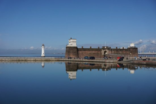 Albion Guest House : Perch Rock & Lighthouse Min Walk from Albion House