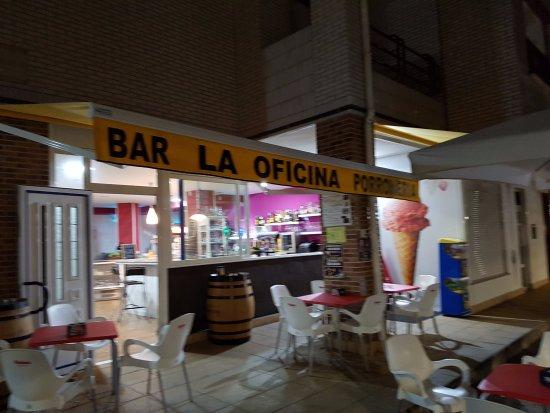 imagen Bar La Oficina Porroneria en Bareyo