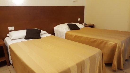 camera doppia con letti singoli - Picture of Cluentum Hotel ...