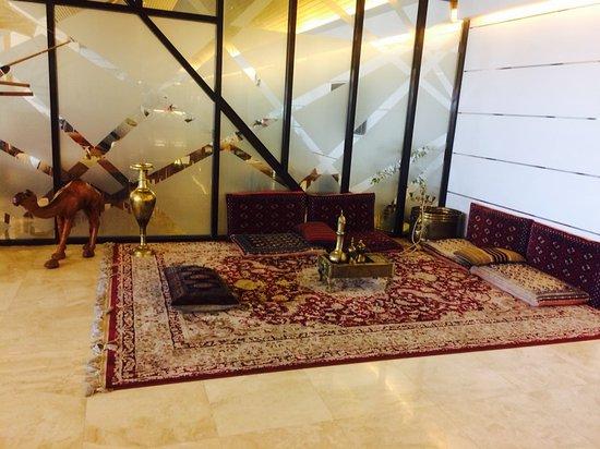 Abu Dhabi Airport Hotel: image-0-02-04-b73e1e4505159f61ff8288890891f01132888bd90f83d70d1226e797d0a5a20d-V_large.jpg