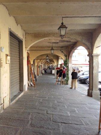 Greve in Chianti, İtalya: portici