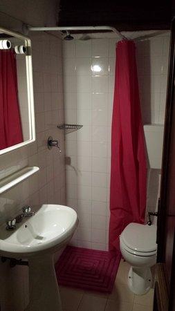 Albergo Ca di Veroli : il bagno in comune