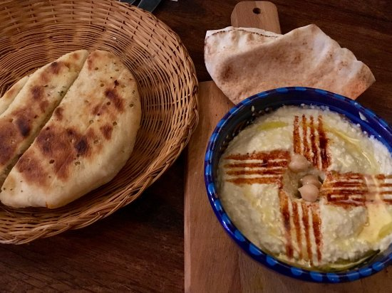 A Taste of Sahara : Hummus with Arabic and Lebanese bread