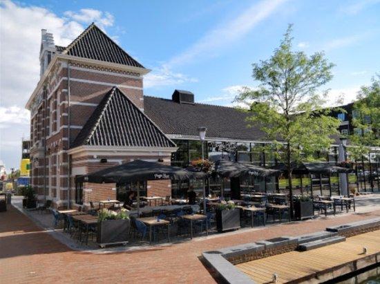 Alphen aan den Rijn, Nederland: maggie blue terras