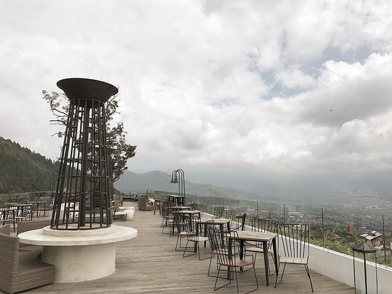 photo9.jpg - Picture of Amarta Hills Hotel and Resort ...