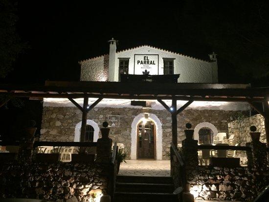 Posada El Parral: Fachada del alojamiento y restaurante