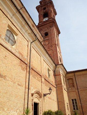 Marene, Italy: Particolare dell'ingresso laterale