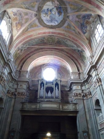Marene, إيطاليا: L'organo sulla contro facciata