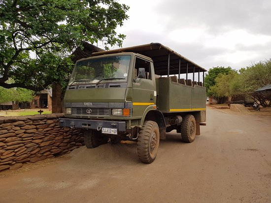 Hekpoort, Güney Afrika: Very old game drive vehicle, poorly maintained