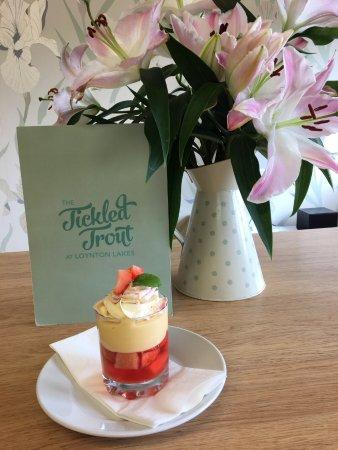 Eccleshall, UK: Samis famous summer trifle.