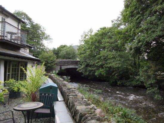 Rothay Garden Hotel: Balcony Room on the left, River Rothay below