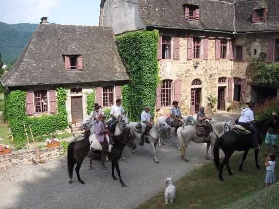 Argentat, France: accueil de cavaliers