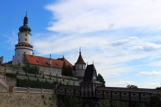 Nove Mesto nad Metuji, Tschechien: Zámek s mostem