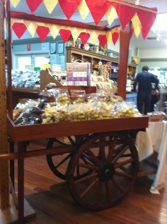Yandina, ออสเตรเลีย: inside one of the gift stores