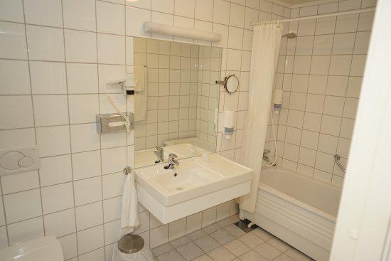 Best Western Tingvold Park Hotel: Fräscht, men inte helveckat att stå i badkar för dusch