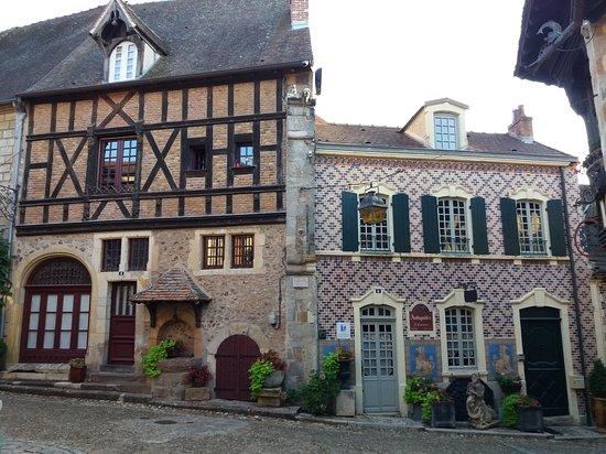 Bourbon-Lancy, Francia: La Grignotte du Vieux Bourbon