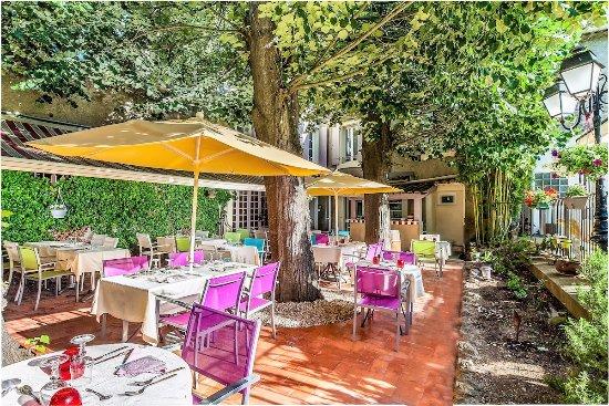 Nissan-lez-Enserune, ฝรั่งเศส: Terrasse du Restaurant Les Tilleuls à Nissan-Lez-Ensérune