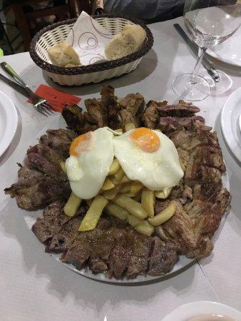 Villafranca de los Barros, İspanya: Sharing Combo for four plus Delish!
