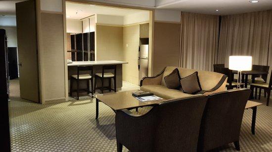 Pacific Regency Hotel Suites : 20170922_202047_large.jpg