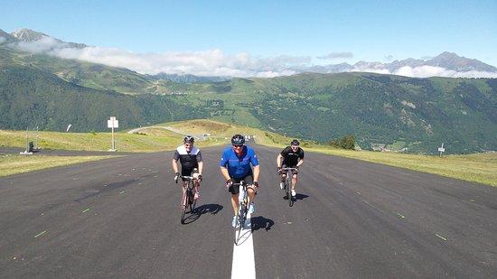 Pyrenees-Orientales, Prancis: Team climb