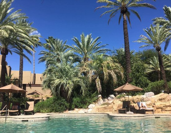 Miraval Arizona Resort & Spa: beautiful pool area with a salt water and regular pool. Just heavenly