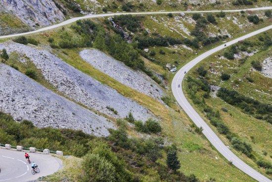 Pyrenees-Orientales, Prancis: Great roads