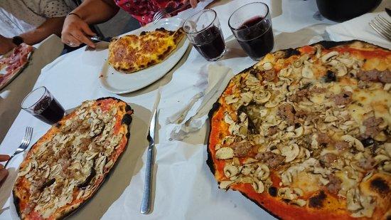 Pizzeria da Remo: Calzone and Da Remo pizza