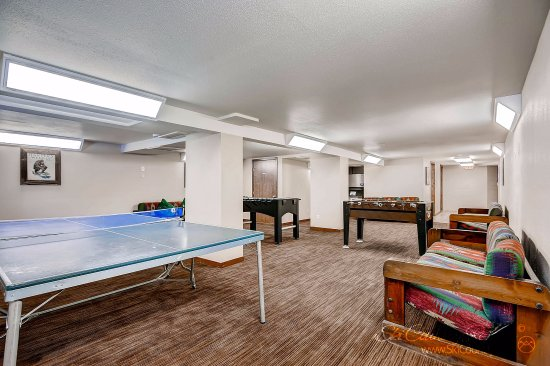 Park Meadows Lodge Breckenridge: Challenge Someone to A Ping Pong Match in the Downstairs Game Room..