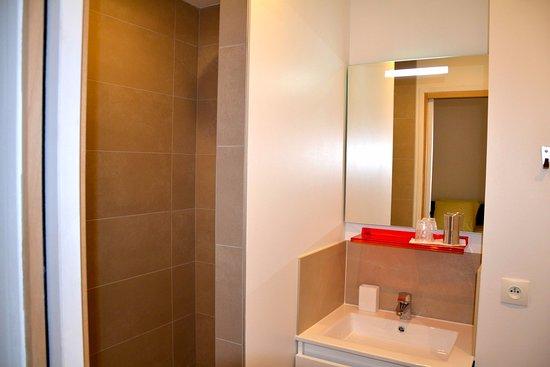 Le35Bis : Salle de bain de la chambre Orange