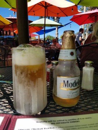 El Prado, NM: Very cold Beer and Mugs