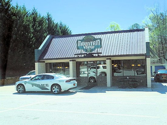 Mountain View BBQ & Deli: view from parking lot