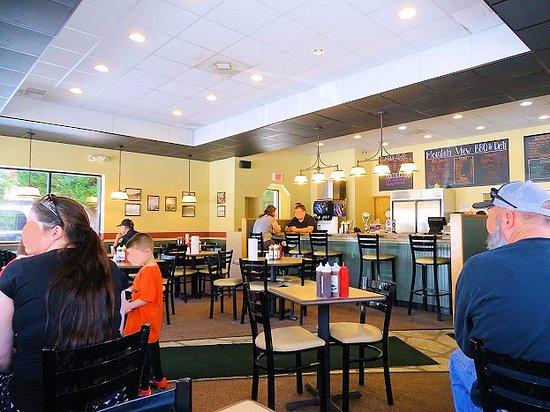 Mountain View BBQ & Deli: inside