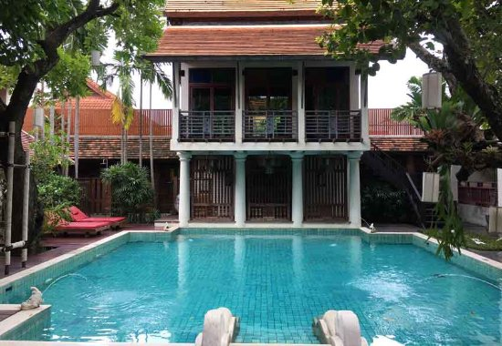 The Rim Resort: Hinter dem Pool, im 1. Stock liegt das Mini Gym