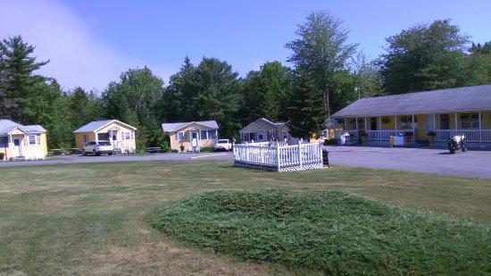 Sunnyside Motel & Cottages: Sunnyside from the street
